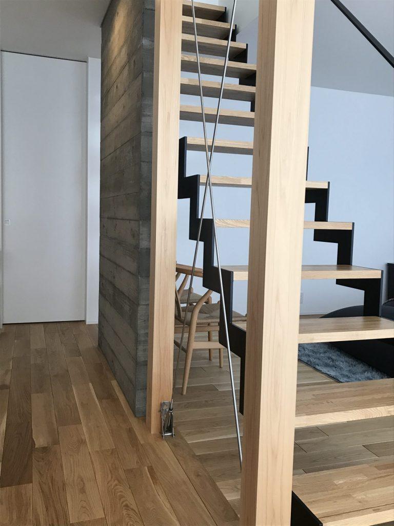 神戸市西区 設計事務所 住宅 スケルトン階段 杉板型枠 スチールブレース